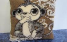 Подушка обезьянка
