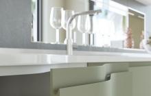 Кухня из МДФ крашеного «ОРИОН» NCS S3005-G50Y матовый/ral 9003